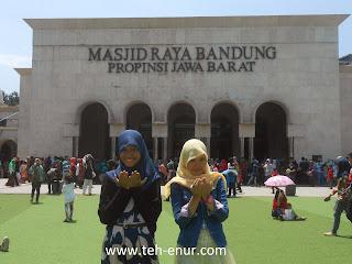 Kumpulan foto-foto Alun-alun kota Bandung - Gerbang utama MAsid Raya Kota Bandung
