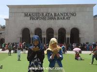 Daya Tarik Rumput Sintetis di Alun-alun Bandung