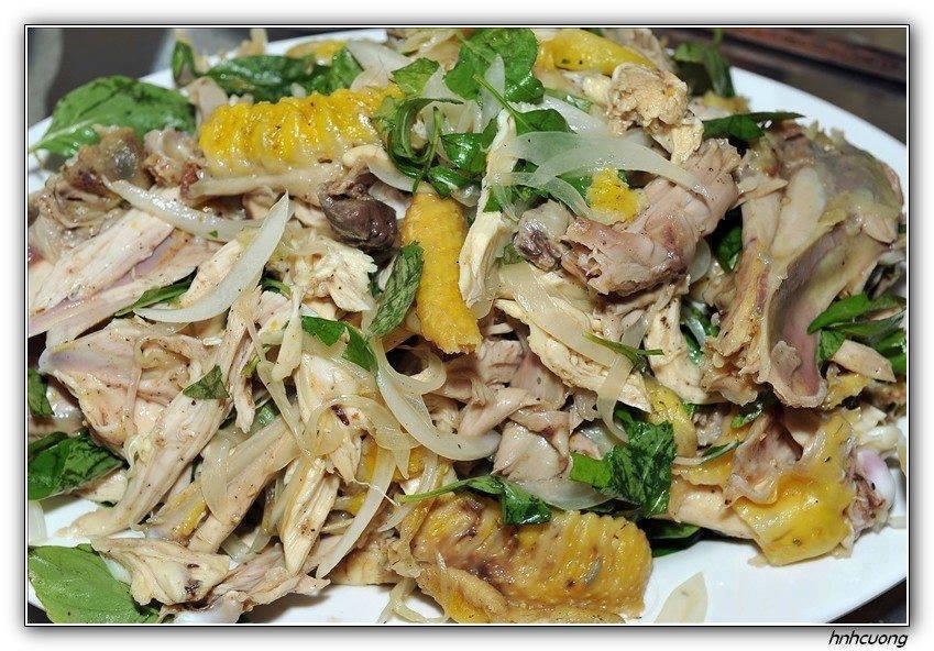 Cách làm món gà bóp rau răm hành tây