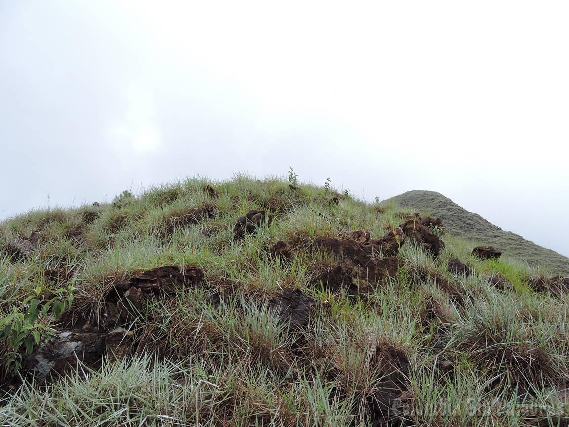 cerro tras cerro para subir la montaña completa