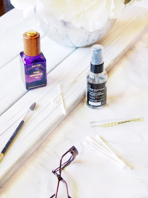 Helping Hands | The Must Have Beauty Tools That You Need | labellesirene.ca