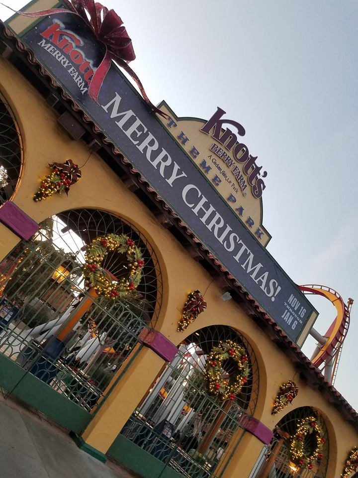 On The Go Oc Things To Do With Your Family Merry Farm At Knott S Berry Farm A Family Favorite Tradition