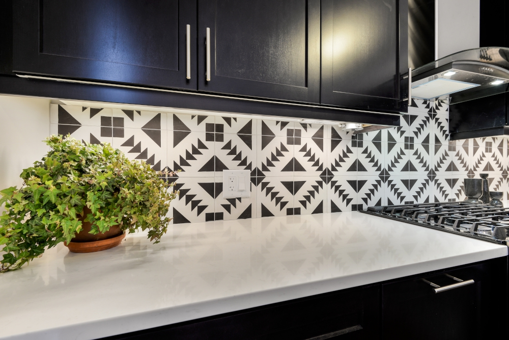 black white backsplash tiles