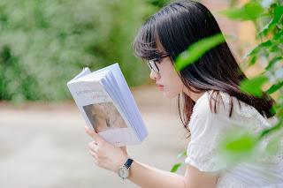 Banyak membaca dapat meningkatkan kepercayaan diri / catatan adi