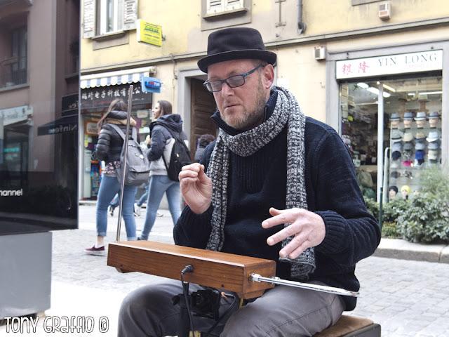 Giannio Guaglio suonatore di Theremin