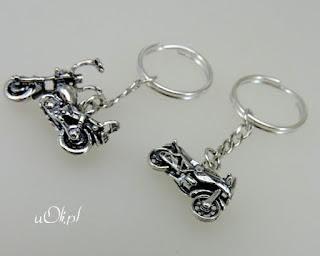 Miniaturowe motorki w srebrze brelok