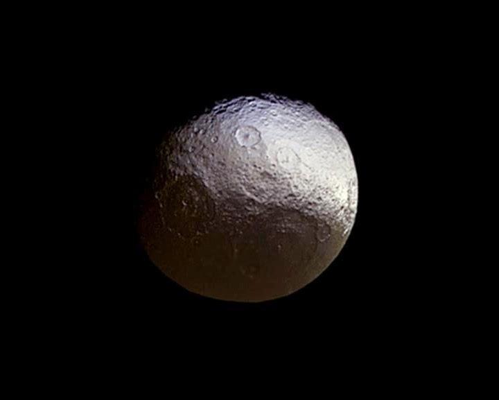 Iapetus - lua de Saturno
