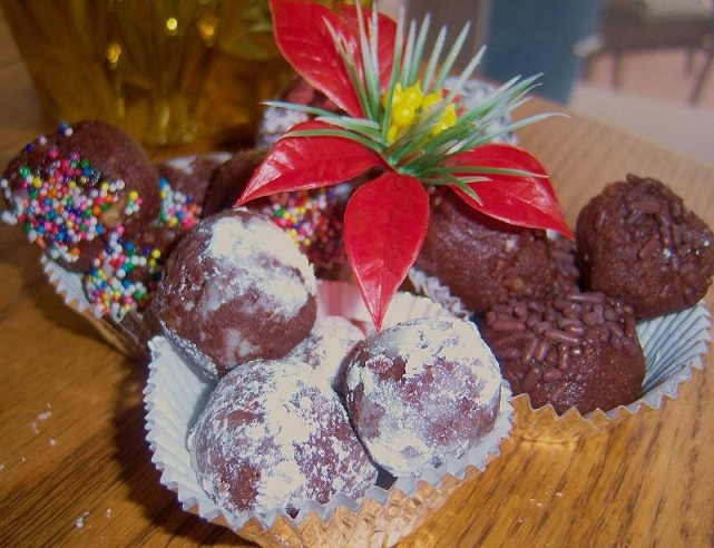 this is how to make chocolate hazelnut balls for Christmas baking they are like rum balls