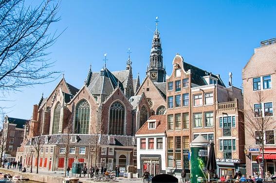 La iglesia Oude Kerk del barrio rojo en diez cosas que ver en Amsterdam