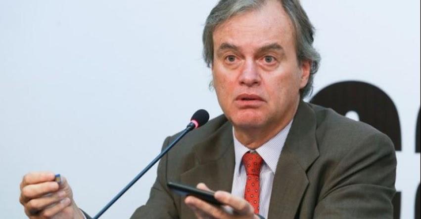 Maestros no se dejen manipular por propuestas ultrarradicales, recomendó el Ministro del Interior, Carlos Basombrío