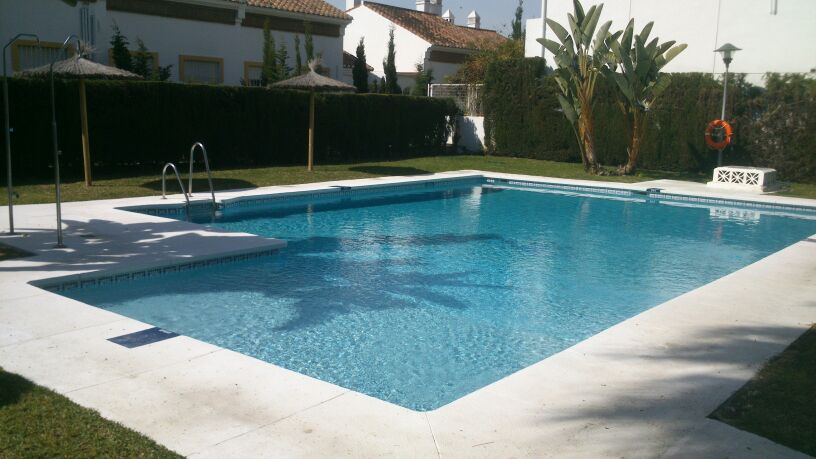 Imagenes de piscinas pb 2012 construccion de piscinas en for Construccion de piscinas en malaga