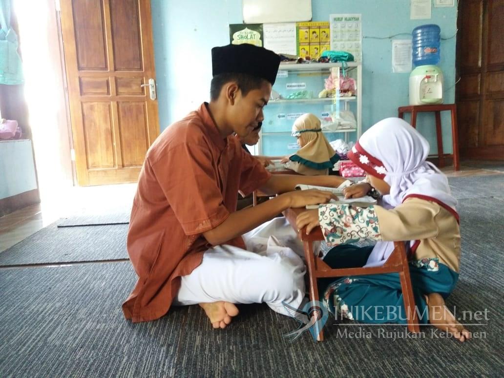 Selama 10 Hari Ramadan,  Santri MIBS Kebumen Belajar Langsung dari Masyarakat