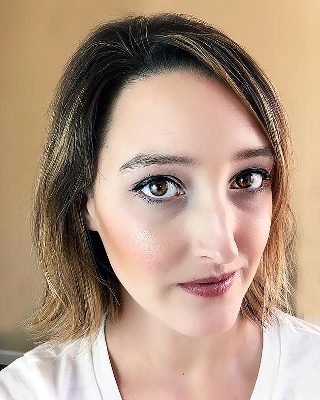 Cat eye look using Max Factor Liquid Eyeliner, Mascara and Lipstick