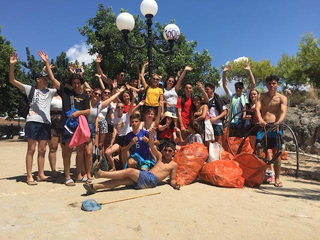Αργολίδα: Μαθητές από σχολείο της Γαλλίας καθάρισαν την παραλία της Ψιλής Άμμου στο Τολό