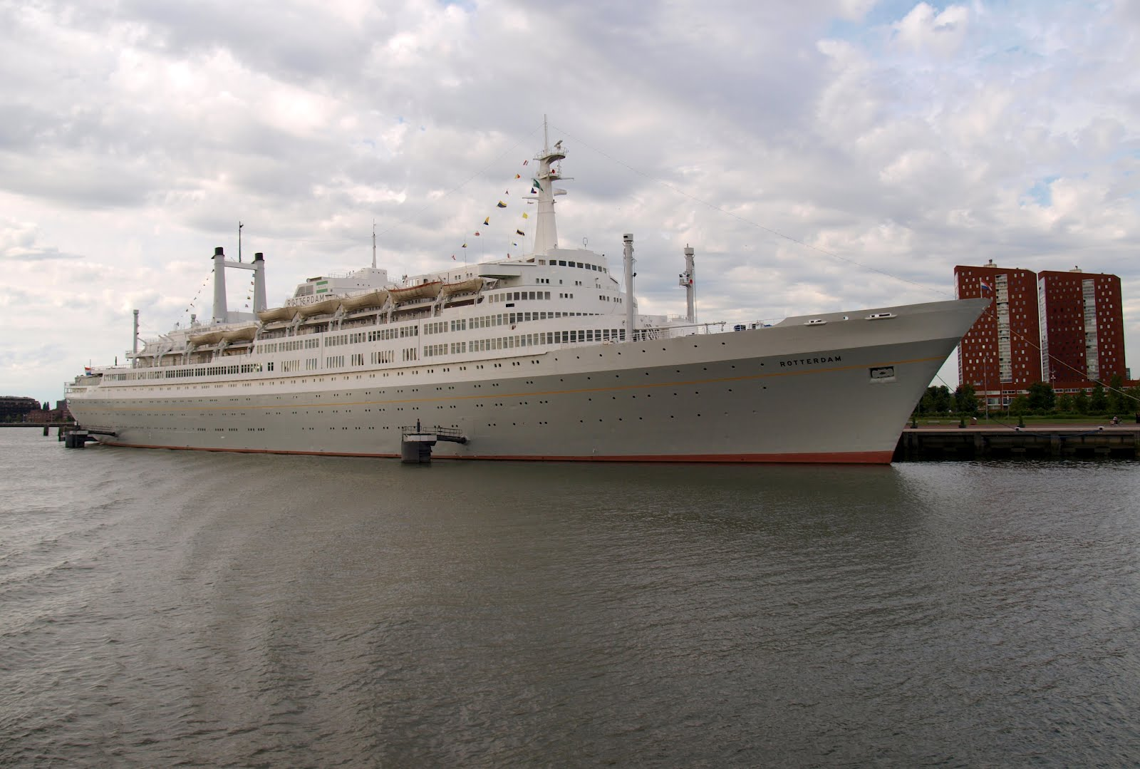 cruise schip rotterdam