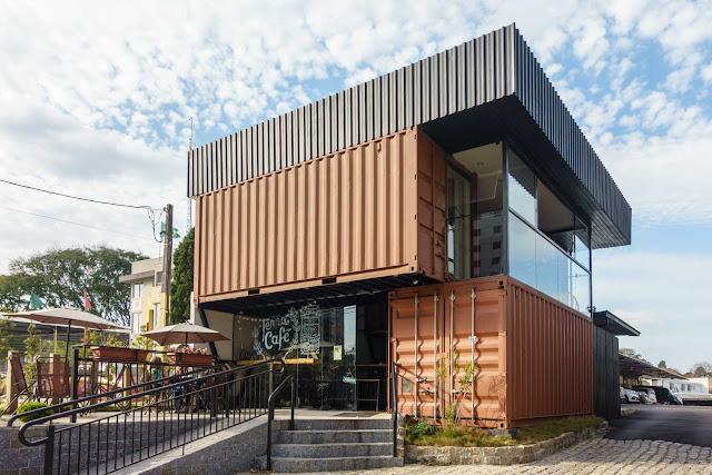 Um café de containers