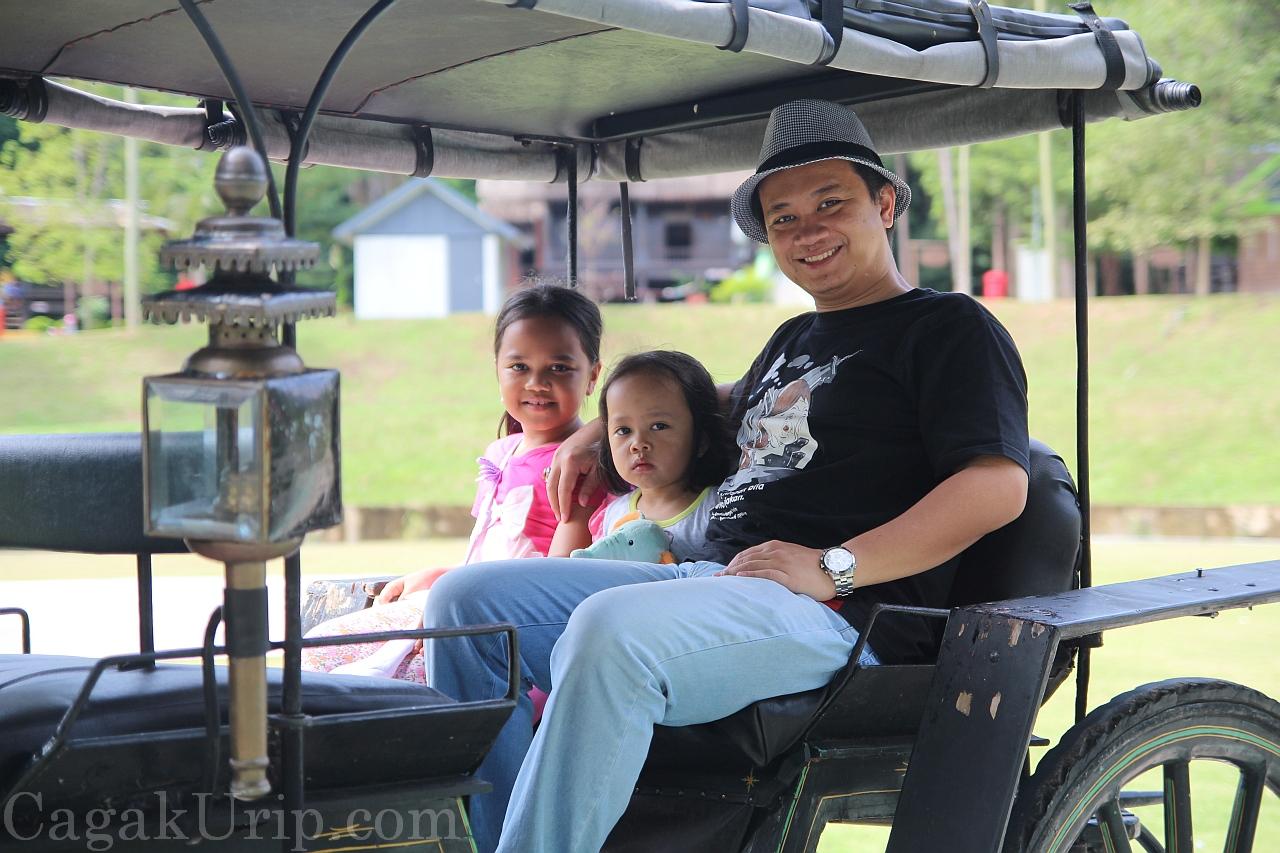 Naik delman istimewa di Mini Malaysia & Cultural Park