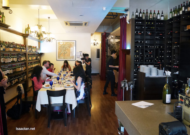 Superb atmosphere to enjoy our Cloudy Bay with exquisite noms
