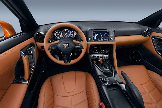 Nissan GT-R 2017 - interior