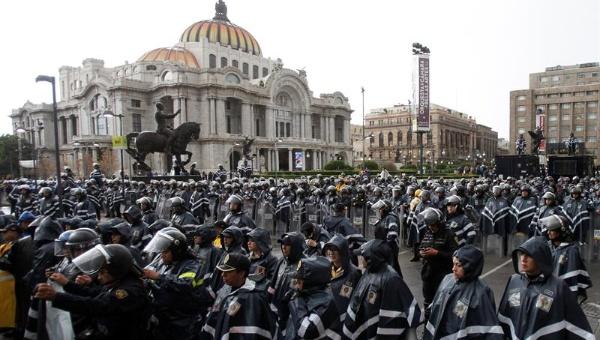 Gobierno mexicano amenaza con dispersar protestas de maestros