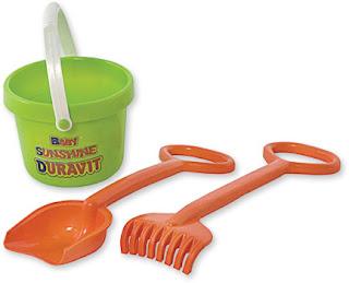Elementos infantiles: balde, pala y rastrillo para playa