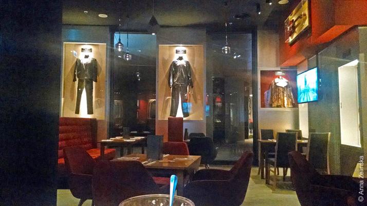 Интерьер Hard Rock Cafe, Подгорица