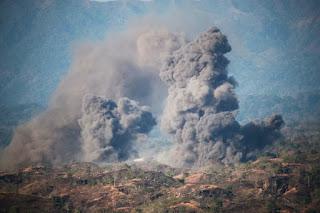 TNI AU Membombardir Pertahanan Udara Musuh