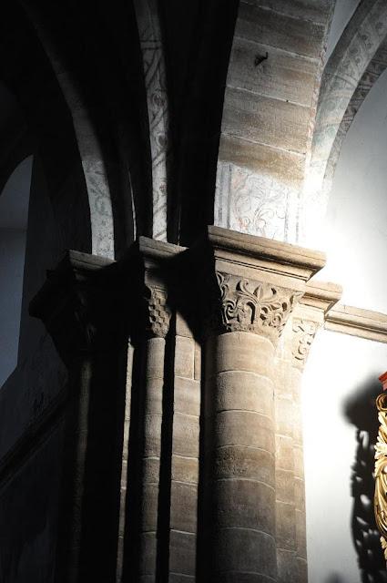 Późnoromański kościoł pocysterski w Koprzywnicy - półkolumny