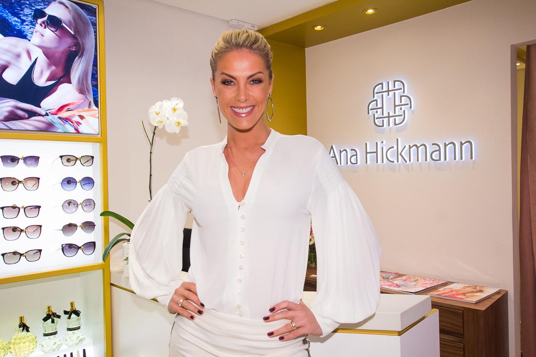 A Ana Hickmann Collection, marca de moda feminina da apresentadora e  empresária Ana Hickmann, inaugurou, ontem dia 15 de dezembro sua primeira  loja em ... 908fc90fb0