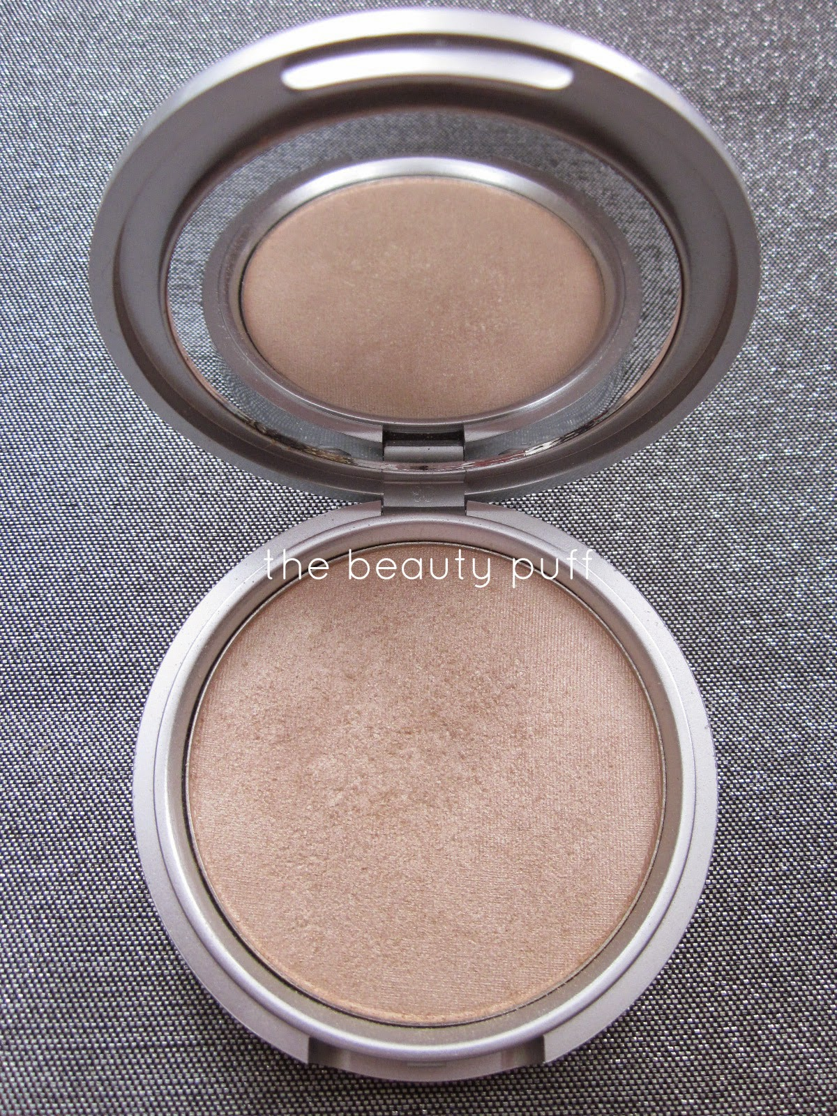 thebalm mary lou manizer - the beauty puff