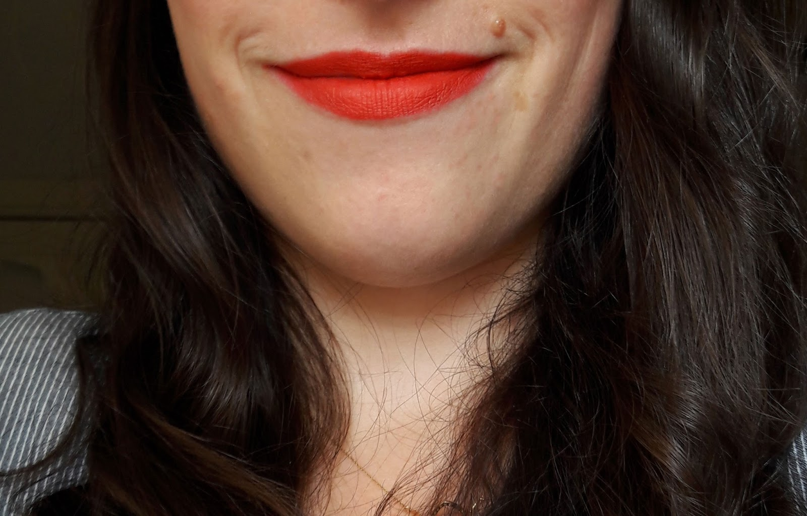 Lip & Kiss, Le rouge mat Adopt' swatch rouge à la folie