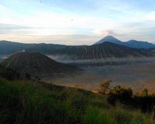 bukit cinta Tempat Alternatif Melihat Sunrise di Bromo
