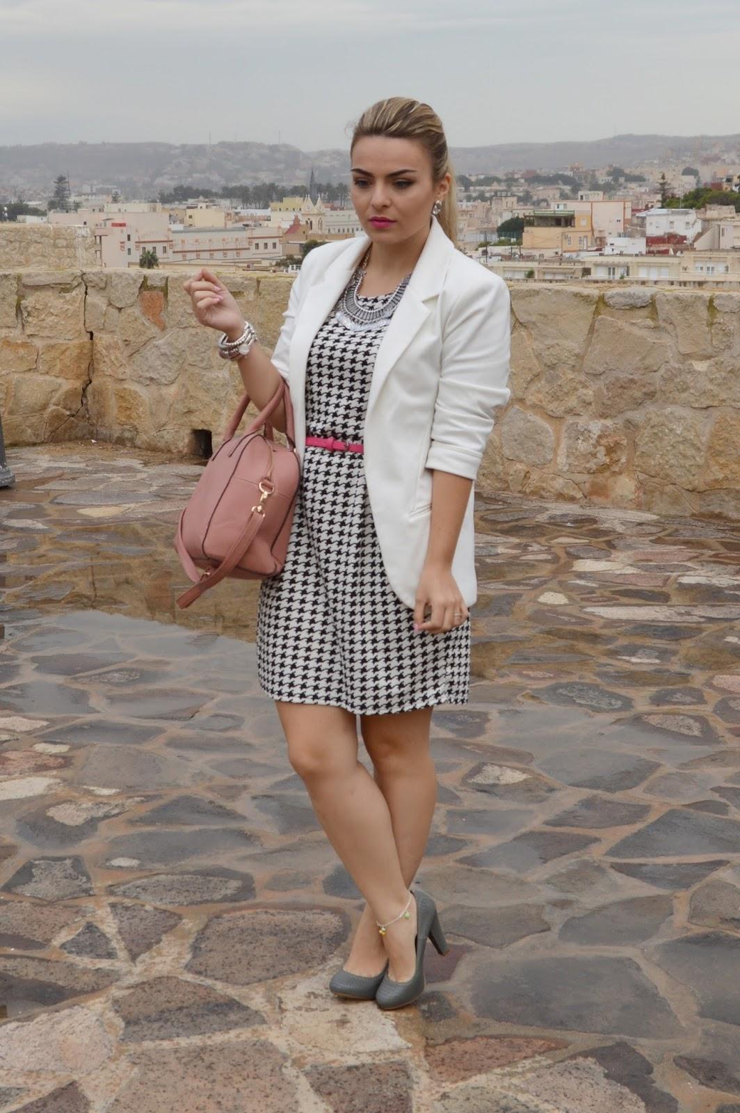 Labial para vestido blanco y negro