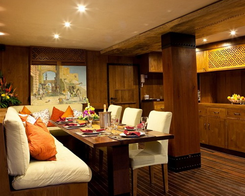 www.Tinuku.com Pinisi sailing boat El Aleph Luxury Yacht beautiful architectural works craftsmen as boutique hotel explorers