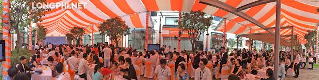 Đông đảo khách hàng đến đặt mua biệt thự lavila tại sự kiện mở bán dự án.