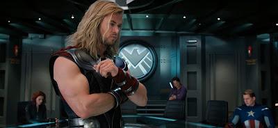 Thor algo preocupado por la situación.