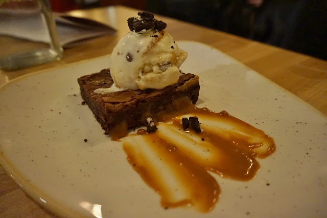 chocolate brownie and icecream