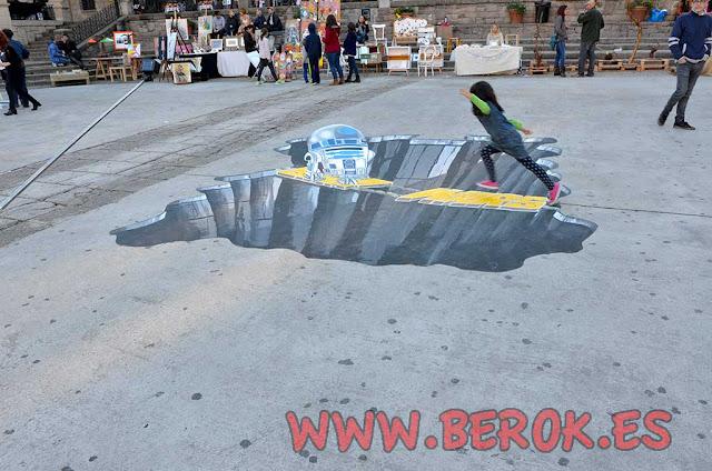 Dibujo pintado en el suelo de R2-D2
