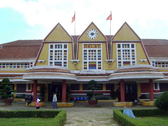 L'ingresso alla stazione ferroviaria di Da Lat