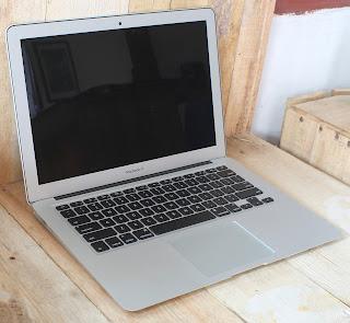 MacBook Air Core i5 (13-inch, Early 2015)
