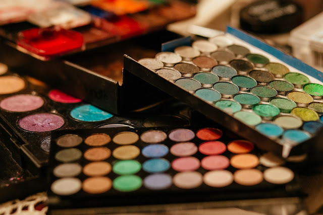 Simak Langkah Mudah untuk Make Up ke Kampus yang Cantik Anti Ribet