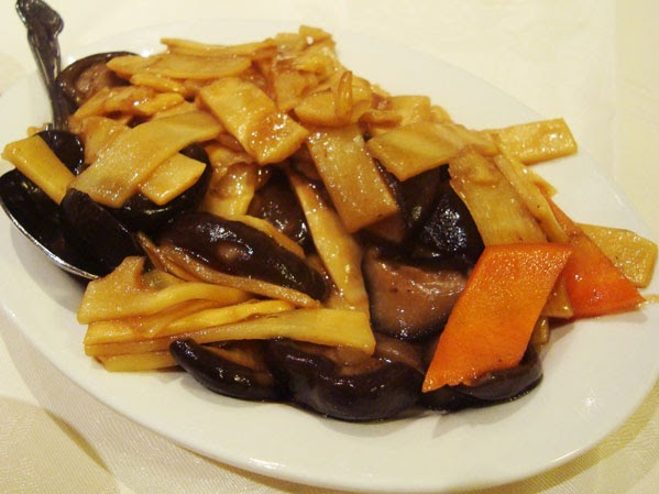 La cucina cinese funghi cinesi e germogli di bamb for Una salsa da cucina cinese