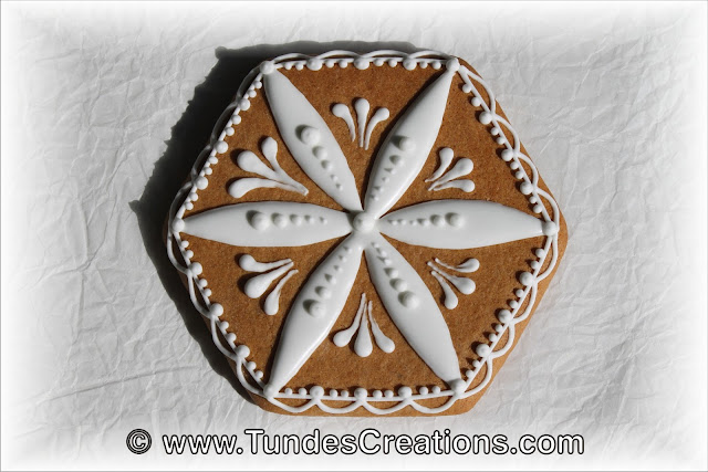 Cookie box with white lace by Tunde Dugantsi