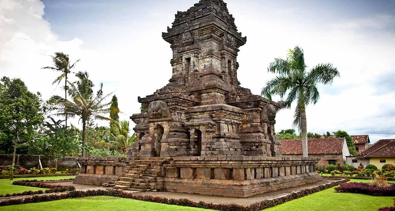 Sebuah Tugu Peringatan Di Malang, Indonesia