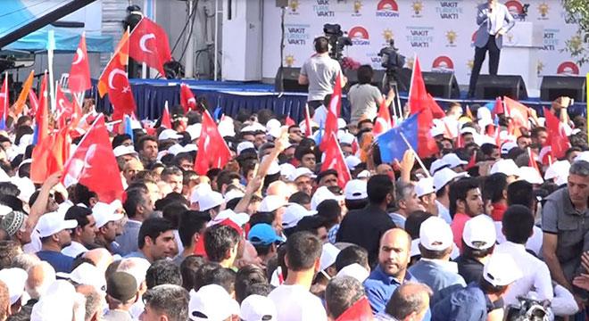 Diyarbakır'da AK Parti mitinginde Mehdi Eker'e tepki