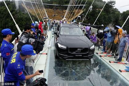 สะพานกระจกจางเจียเจี้ย (Zhangjiajie Glass Bridge)