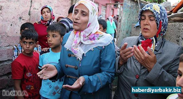 DIYARBEKIR-Ji dayikên ku lawê wan ji teref PKKê ve hatibûn revandin û di sala 2014an ji ber vê yekê li ber devê Şaredariya Mezin a Diyarbekirê xwepêşan lidarxistibûn dayikek jî Yuksel Karaşîn bû. Yuksel Karaşîna ku lawê wê ji teref PKKê ve hatibû revandin  destnîşan kiribû ku lawê wê ji teref PKKê ve hatiye revandin û wî birine li serê çiyan.