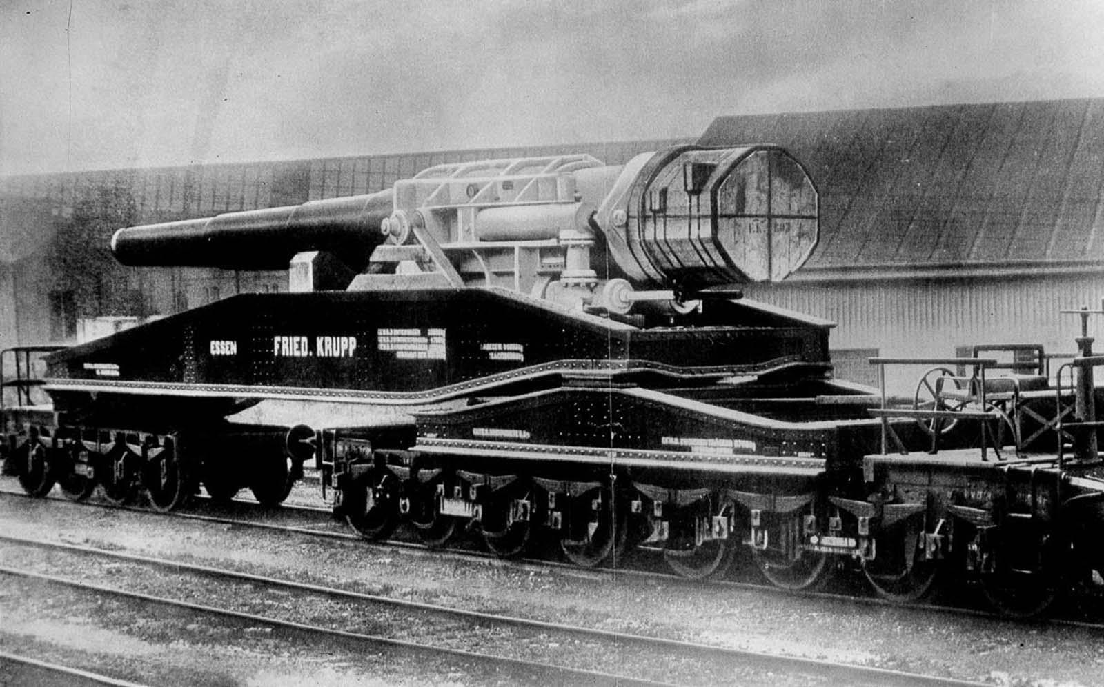 A Krupp 42 cannon on a flat wagon. 1916.