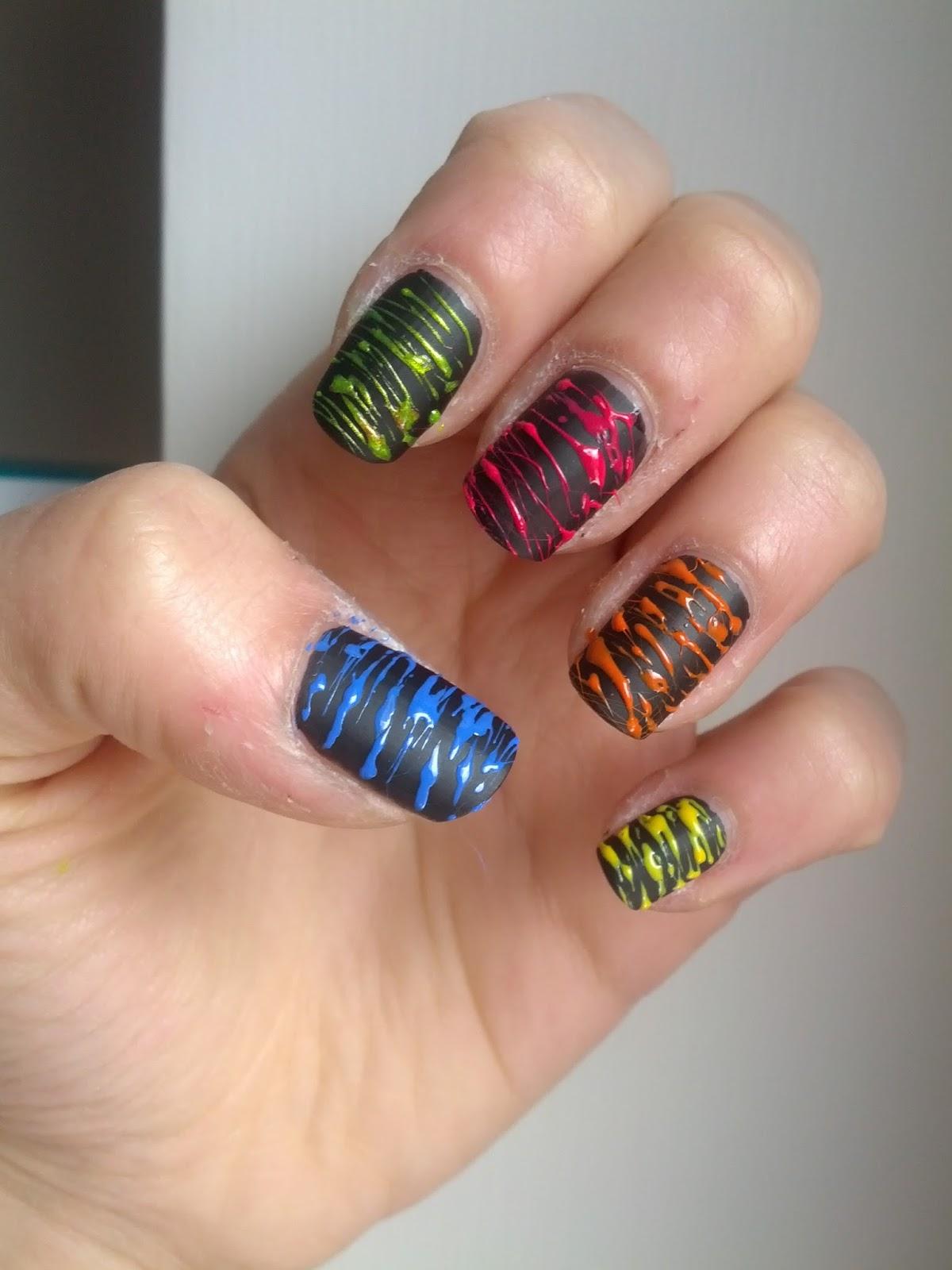 Ho realizzato il cosiddetto effetto \u0027zucchero filato\u0027, con piccoli strati  di colore in rilievo, come delle piccole pennellate )
