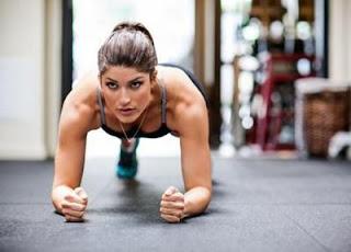 gambar gerakan olahraga ringan cara mengecilkan perut buncit di rumah